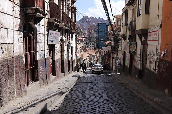 사가르나가 여행자 거리. 로마의 옛길처럼 돌을 깔아 만든 길이다