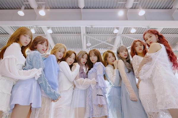 지난 8일 새 음반 < WJ Stay ? >를 발표한 우주소녀