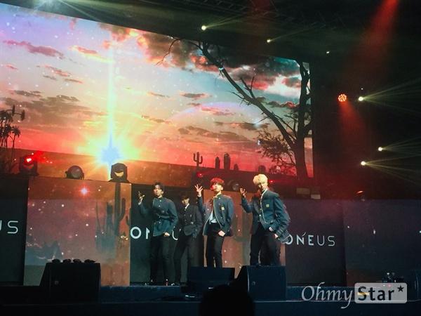 원어스 6인조 보이그룹 원어스가 9일 데뷔앨범 < LIGHT US >를 발매하고 가요계에 정식 데뷔했다.