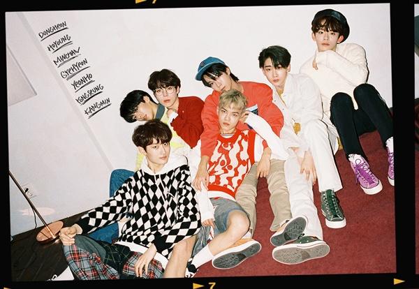 베리베리 신인그룹 베리베리가 9일 오후 서울 청담동의 한 공연장에서 데뷔 쇼케이스를 열었다.