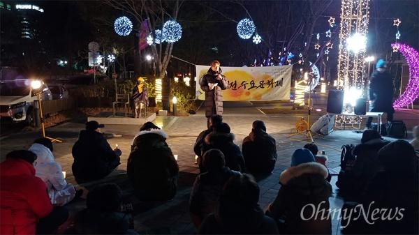 민중당대전시당과 평화나비대전행동은 9일 저녁 대전평화의소녀상 앞에서 2019년 첫 '일본군위안부문제해결, 한반도평화실현 대전수요문화제'를 개최했다. 사진은 노원록 민중당대전시당 위원장의 발언 모습.