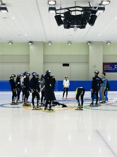 10일 대한빙상경기연맹이 공개한 쇼트트랙 대표팀 훈련 사진