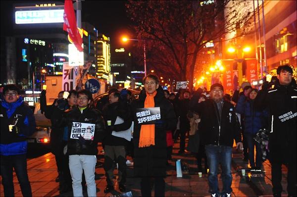 10일 오후 7시 둔산동 타임월드 앞에서 '청년 비정규직 故 김용균님 대전시민 4차 추모촛불행동'이 진행되었다.