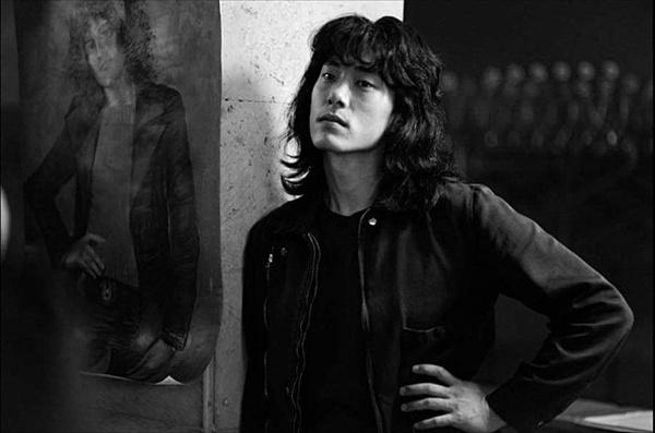 영화 <레토>에서 빅토르 최 역할을 맡은 한국계 배우 유태오.