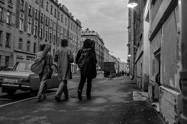 <레토>는 1980년대 러시아의 언더그라운드 공동체를 그리며 예술인들의 단결과 청춘의 아름다움을 찬미하는 영화다.