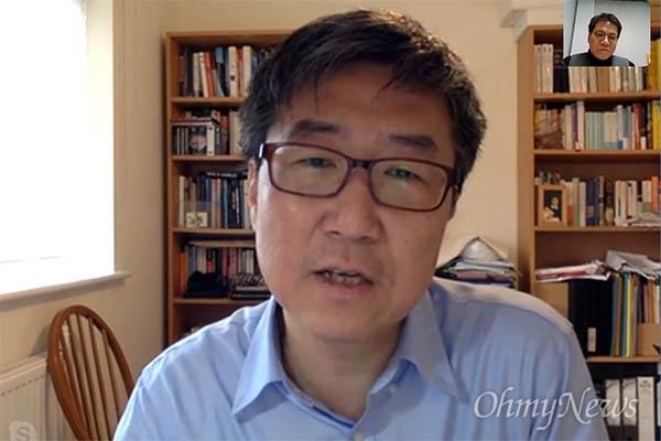 장하준 영국 케임브리지대 교수가 지난 2018년 12월 28일 기자와 화상통화를 통해 이야기를 나누고 있다.