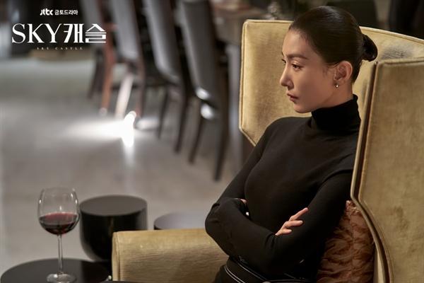JTBC드라마< SKY 캐슬 >의 입시코디네이터 김주영(김서형 분)