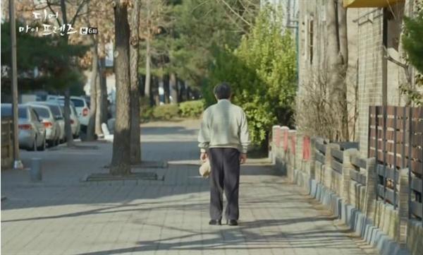 문득 그런 생각이 들었다. 아버지도 직장을 그만두고 다른 일을 해 보고 싶다는 생각을 해 본 적이 없었을까? (사진은 tvN 드라마 <디어 마이 프렌즈> 스틸컷