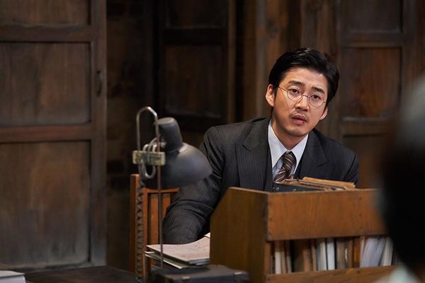 영화 <말모이> 중 한 장면. 조선어학회 대표 류정환(윤계상 분).