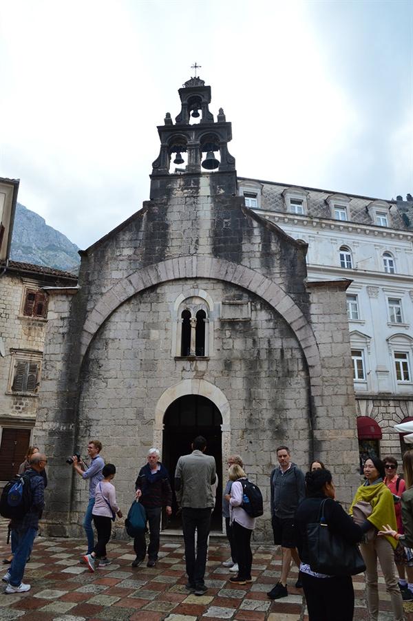 성 루카 교회 이콘화와 프레스코화의 수호성인인 사도 루카에게 바쳐진 교회이다