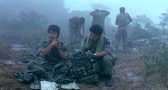 국내 최고의 (밀리터리) 공포 영화로 오랫동안 칭공받고 있다. 영화 <알 포인트>의 한 장면.