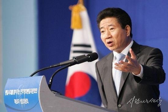 노무현 전 대통령은 '민중의 언어'를 사용하며 대중과 많은 소통을 하려고 노력했다.