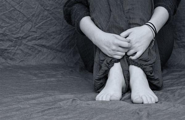 희망고문 속에서도 맘껏 우울할 수 없는 취준생 희망고문 속에서도 맘껏 우울할 수 없는 취준생