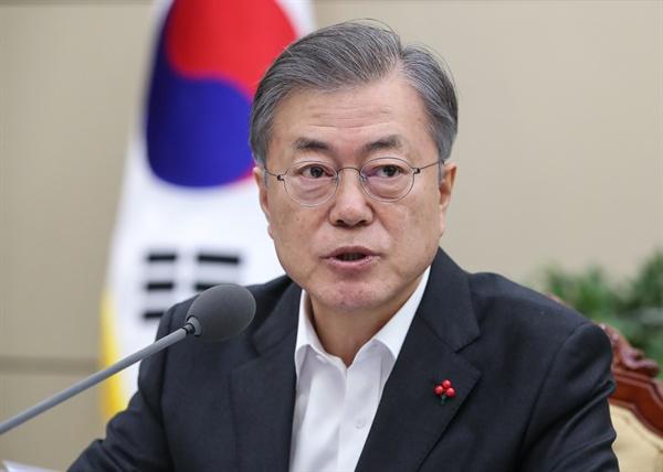 문재인 대통령이 21일 오후 청와대 여민관에서 열린 수석·보좌관 회의에서 북미 2차 정상회담과 관련한 발언을 하고 있다.