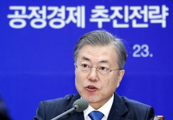 문재인 대통령이 23일 오후 청와대에서 열린 공정경제 추진전략 회의에서 발언하고 있다.