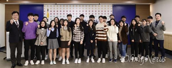 이날 시상식에서는 인천 선인고 2학년 박환희 학생기자를 비롯해 모두 29명의 학생기자가 최우수 기자와 우수 기자로 선정돼 상을 받았다.