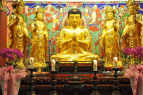 0배를 넘어가니 약간의 현기증이 나면서 부처님이 보이는 것 같았다. 마음을 비우고(포기하고) 몸을 계속 움직였다. 그렇게 108배를 무사히 마쳤다.