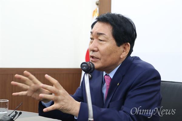 안상수 자유한국당 국회의원이 28일 오전 자유한국당 대구시당에서 기자간담회를 갖고 당대표 출마에 대해 설명했다.
