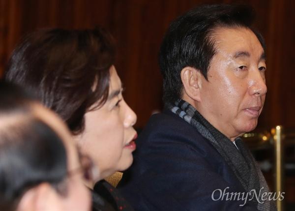 의총 참석한 김성태 자유한국당 김성태 전 원내대표가 28일 국회에서 열린 의원총회에 참석하고 있다.