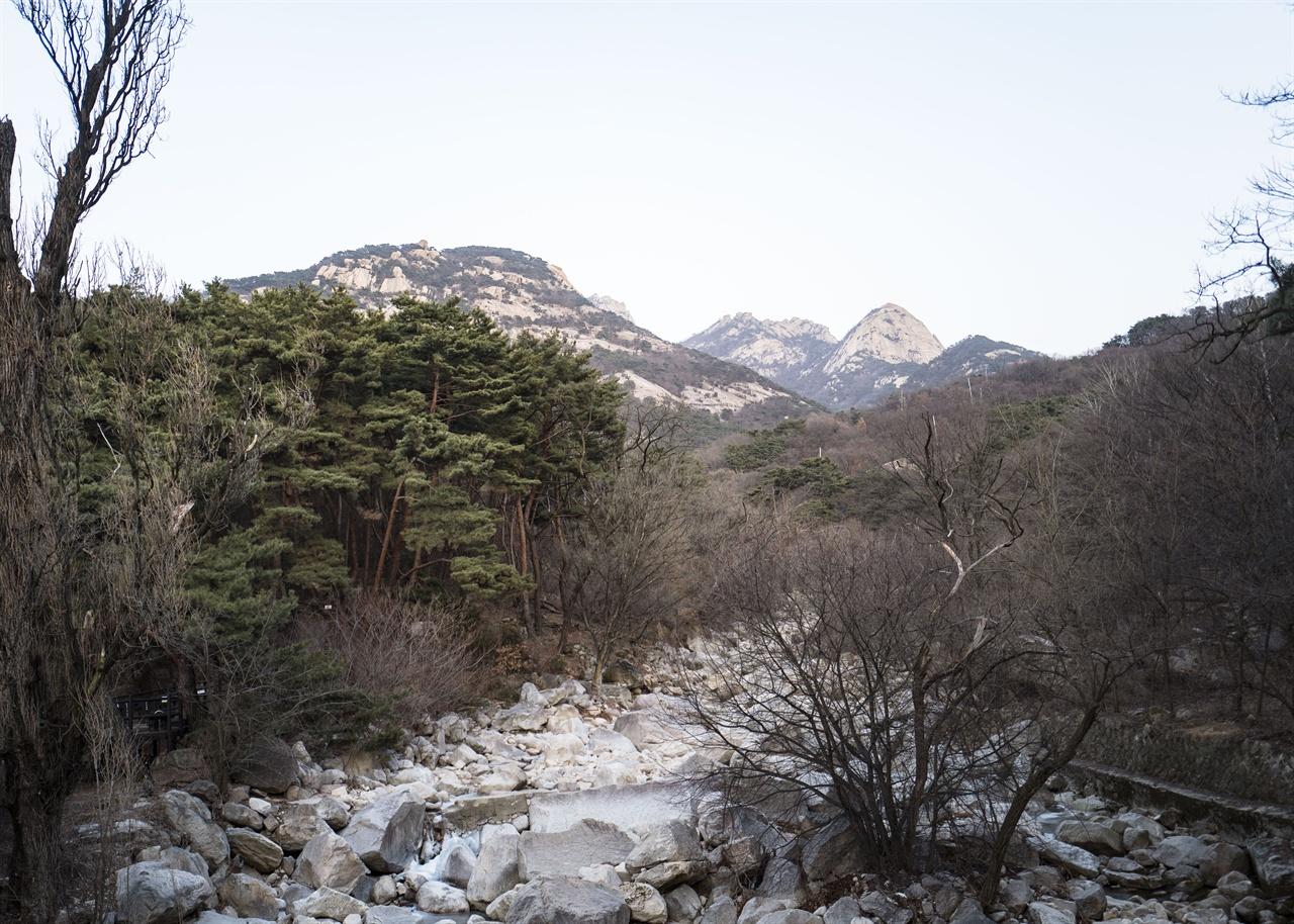 내시묘역길  내시묘역길 둘레교에서 바라본 북한산 봉우리들