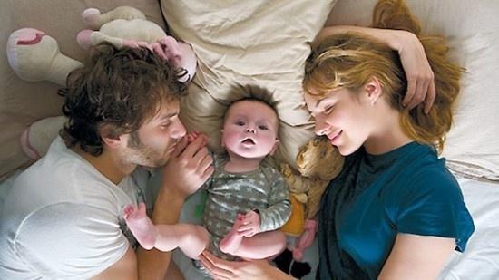모성의 후광이 엄마를 가호해서 육아체질로 만들어주는 것이 아니다. 그저 많이 하다보면 어떻게든 잘하게 된다. (사진은 영화 <해피이벤트> 스틸컷)