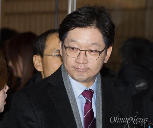 1심 선고 받는 김경수 경남지사 '드루킹 댓글 조작' 사건 공모혐의를 받는 김경수 경남지사가 30일 오후 서울중앙지법에서 1심 선고를 받기 위해 출석하고 있다.