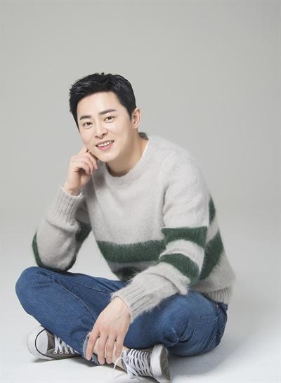 배우 조정석.