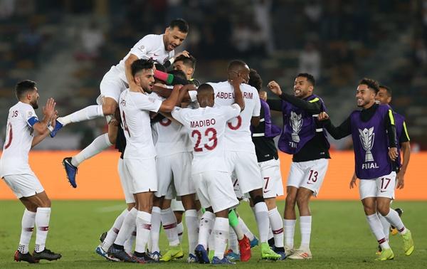 카타르 축구 대표팀은 1일(한국시각) 아랍에미리트 아부다비의 자예드 스포츠 시티 스타디움에서 열린 2019 아시안컵 일본과의 결승전에서 3-1로 승리했다.