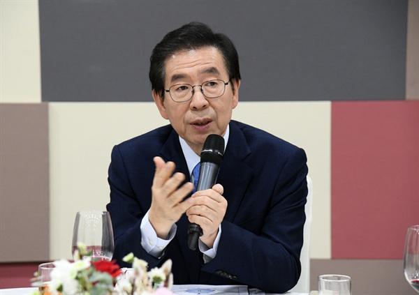 박원순 서울시장이 지난 1월 16일 서울시청에서 열린 신년기자간담회에서 질의에 답변하고 있다.