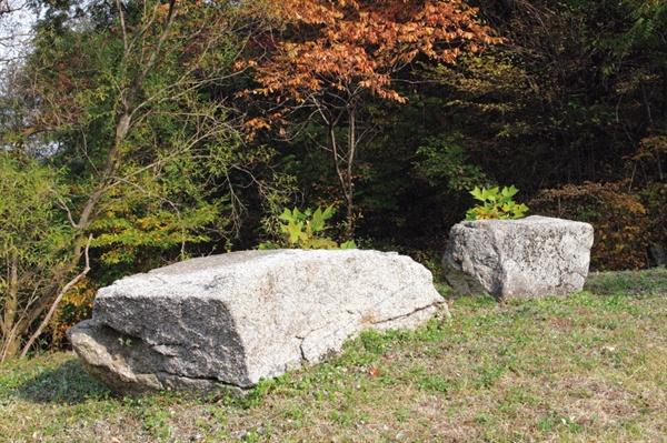 화순 쌍산의소 만세 바위로 의병들이 훈련도중 이 바위 위에서 만세를 불렀다 함.