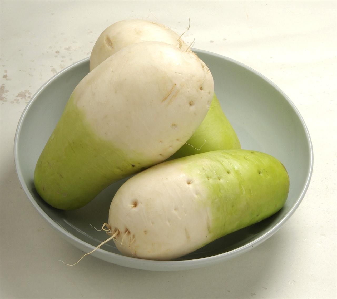 무 가을에 생산되는 무 살이 치밀하고 단단하고 달다. 깍두기나 섞박지등 김치를 담거나 포기배추에 속을 넣어도 좋고 나물이나 조림으로 먹어도 좋다.