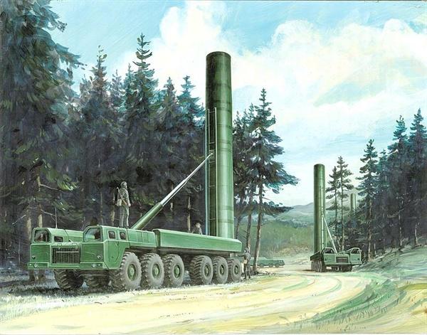 소련제 중거리 탄도미사일인 SS-20의 발사대.