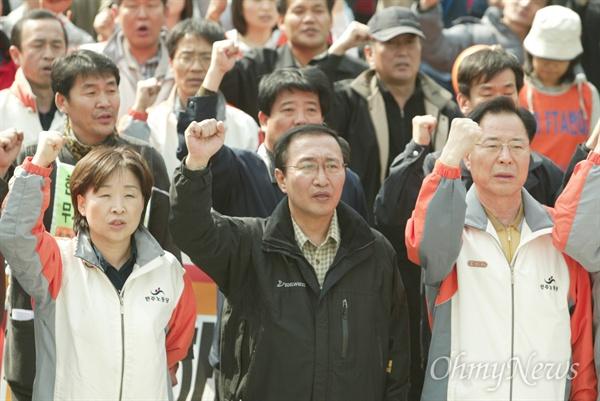 2007년 3월 25일, 한미FTA 협상 중단을 촉구하는 민주노동당 당원 총궐기대회 당시 노회찬 의원의 모습.