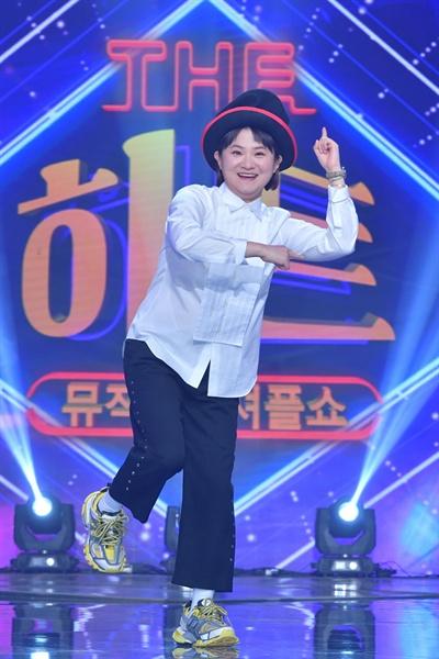 7일 KBS 2TV 새 예능프로그램 <뮤직셔플쇼 더 히트> 기자간담회에 참석한 손지원 PD와 MC 김신영.