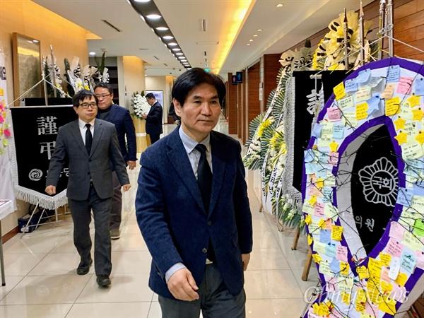 이용선 청와대 시민사회수석이 8일 오후 서울대병원 장례식장에 마련된 고 김용균씨 빈소를 찾아 조문했다.