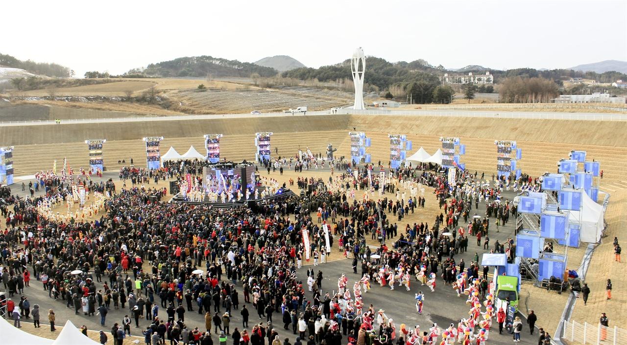 평창 동계올림픽 및 패럴림픽 1주년 기념식이 평창 올림픽 스타디움에서 9일 열렸다.