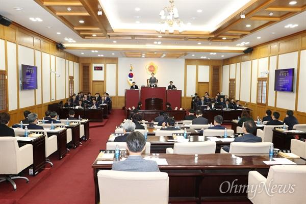 대구시의회는 11일 오전 제264회 임시회를 열고 12일간의 일정에 들어갔다.