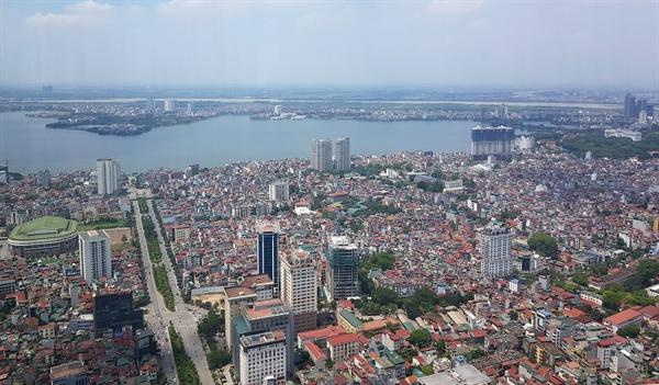 2차 북미정상회담 개최지 베트남 하노이   2차 북미 정상회담의 무대가 된 하노이는 베트남의 천년 고도다. 강(河·베트남어로 '하')의 안쪽(內·베트남어로 '노이')에 있다는 뜻을 지닌 이 도시는 베트남 북부에 위치한 수도로 남부 최대도시 호찌민으로부터 1천760㎞가량 떨어져 있다. 기원전 3천년부터 사람이 거주한 것으로 알려진 하노이는 6세기 무렵부터 베트남의 중심 도시가 됐으며 11세기 리 왕조가 수도로 삼았다. 사진은 하노이 전경.