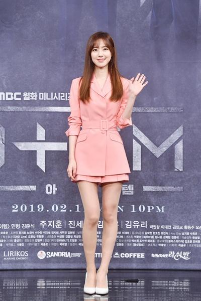 11일 서울 상암동에서 열린 MBC 새 월화드라마 <아이템> 제작발표회에 참석한 배우 진세연.