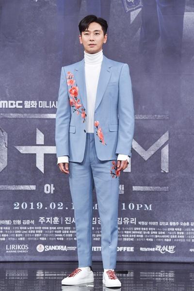 11일 서울 상암동에서 열린 MBC 새 월화드라마 <아이템> 제작발표회에 참석한 배우 주지훈.