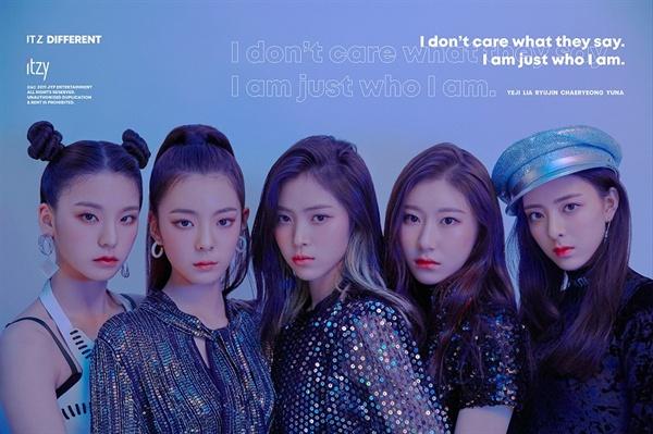 JYP가 약 3년 4개월만에 선보이는 새 걸그룹 ITZY(있지).  < 믹스나인 > 류진, < 더 팬 > 예나, < K팝스타 > < 믹스나인 >채령, 유나, 리아 등 5명으로 구성됐다.
