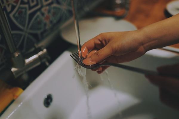 십 년 넘게 설거지를 하다 보니 나름대로의 원칙이 만들어졌다.