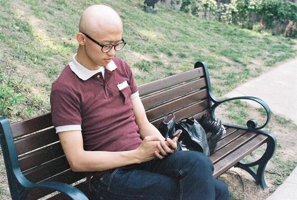 투병 당시 모습, 4차 항암치료 후 야외에서 쉬고 있다