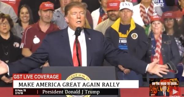 도널드 트럼프 미국 대통령이 미국 동부시각으로 11일 텍사스주 엘파소에서 국경장벽 건설 관철을 위한 정치 집회를 열고 있다.