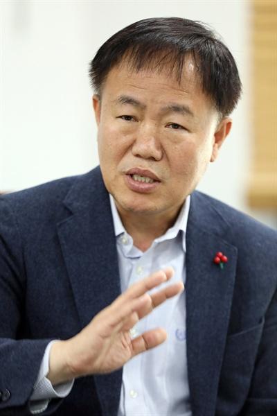 이재수 춘천시장은 지난 1일 <오마이뉴스>와의 인터뷰에서 협동조합형 국공립 어린이집의 필요성에 대해 강조했다.