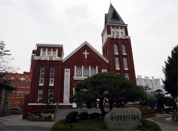 올해로 115주년을 맞는 광주의 최초 교회인 양림교회. 유진벨(Dr. Eugene Bell, 1868~1925 한국명: 배유지) 클레멘트 오웬(C. C. Owen, 1867~1909 한국명: 오기원) 목사가 1904년 12월에 창립했다.