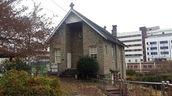 커티스메모리얼홀. 수피아 여학교를 설립한 유진벨 목사를 추모하기 위해 1925년에 건립되어 선교사와 그 가족들의 예배당으로 이용되었다. 수피아여고 교정에 있다. 등록문화재 159호