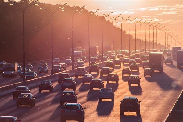 녹색참여소득이 현실화되면 차가 막혀서 드는 교통혼잡비용을 줄일 수 있다. 당연히 기후도 좋아진다. 또한, 도로를 내기 위한 비용 역시 줄어든다.
