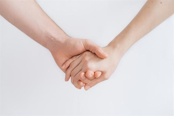 나는 남편을 포기하지 않았다. 이제 남편은 내 삶의 동반자로, 공동 양육자로 제법 팀워크가 좋은 파트너다. 우리는 이제야 진정한 부부가 된 기분이다.
