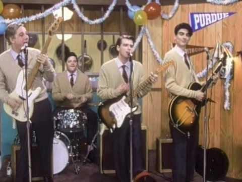 1994년 위저의 'Buddy holly' 뮤직비디오. 명감독 스파이크 존즈가 메가폰을 잡아 과거 미국의 히트쇼 '아메리칸 밴드스탠드'를 패러디했다.